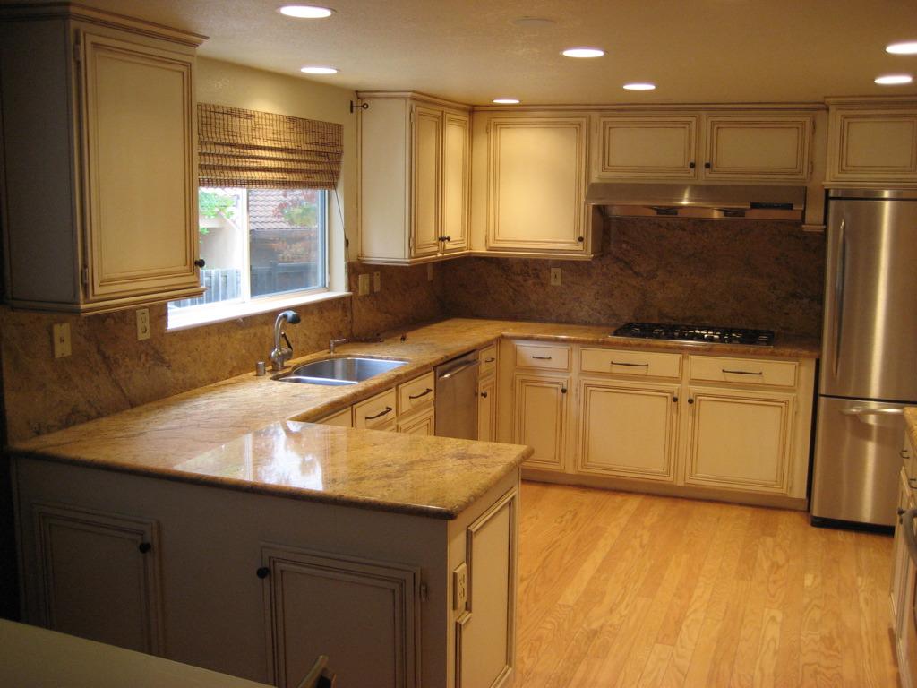 Ways to refinish kitchen cabinets 10 easy ways how to for Ways to refinish kitchen cabinets